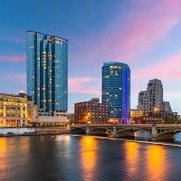grand-rapids-michigan-usa-downtown-skyline-picture-id1066167764-min